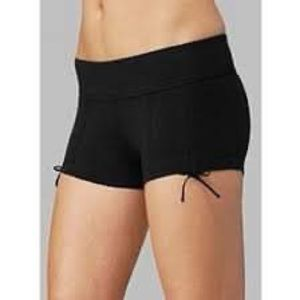 Lululemon black Liberty Hot Shorts size 2 small